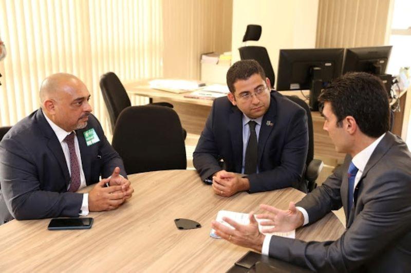 Governador Helder Barbalho e secretário de Administração Penitenciária do PA sendo recebidos no DEPEN pelo diretor de Políticas Penitenciárias, Sandro Abel Barradas